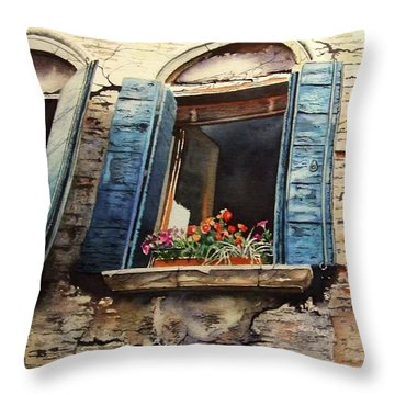 Venecia Throw Pillow