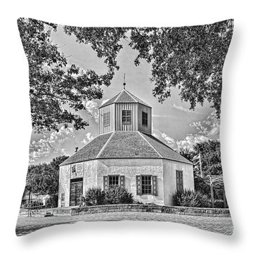 Vereins Kirche Throw Pillow