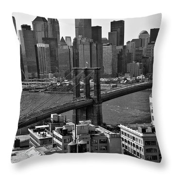 View Of The Brooklyn Bridge Throw Pillow