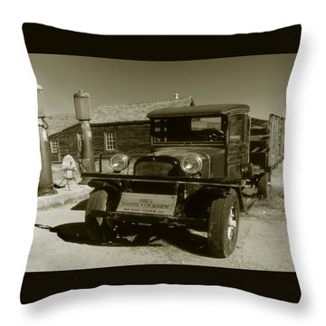 Old Truck 1927 - Vintage Photo Art Print Throw Pillow