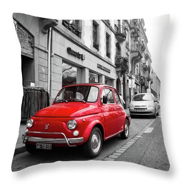 Voiture Rouge Throw Pillow
