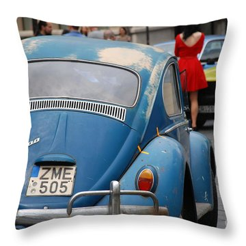 Volkswagen Beetle /10/ Throw Pillow