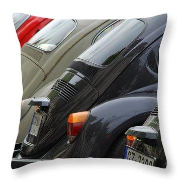 Volkswagen Beetle /5/ Throw Pillow