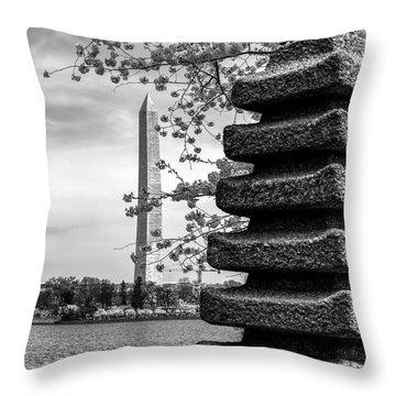 Washington Monument By Japanese Memorial Gift To Usa Throw Pillow