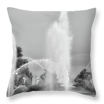 Water Spray - Swann Fountain - Philadelphia In Black And White Throw Pillow by Bill Cannon