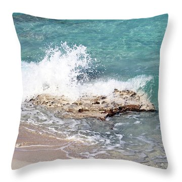 Gentle Wave In Bimini Throw Pillow