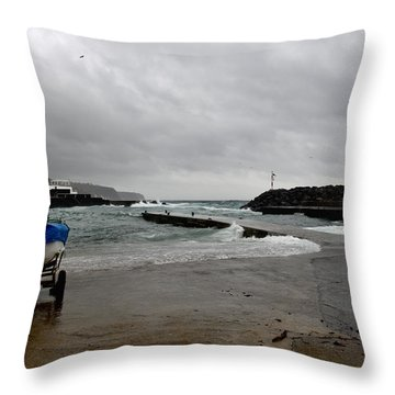 Waves Azores-033 Throw Pillow