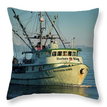 Throw Pillow featuring the photograph Western King At Breakwater by Randy Hall