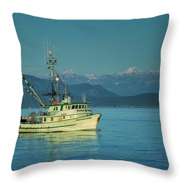 Throw Pillow featuring the photograph Western King At French Creek by Randy Hall