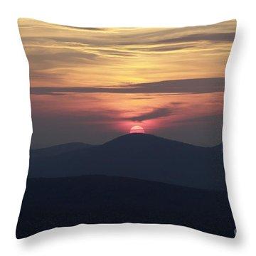 White Mountains Nh - Sunset Throw Pillow by Erin Paul Donovan