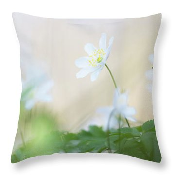 wild flower carpet - Anemone nemerosa Throw Pillow