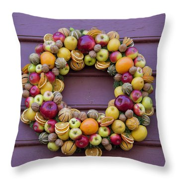 Williamsburg Wreath 41 Throw Pillow