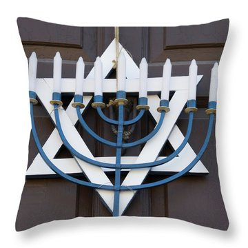Williamsburg Wreath 95 Throw Pillow