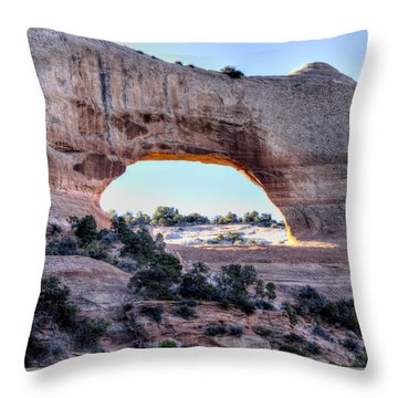 Throw Pillow featuring the photograph Wilson Arch In The Morning by Alan Toepfer