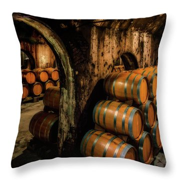 Wine Barrels At Stone Hill Winery_7r2_dsc0318_16-08-18 Throw Pillow