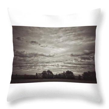 Wolken über Mir  #wolken #cloudscape Throw Pillow