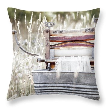 Wringer Washer - Retro Matte Throw Pillow