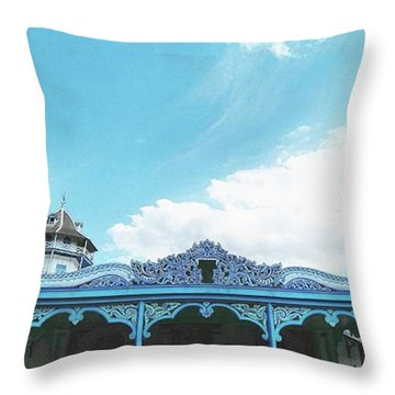 Solo Traditional Building Throw Pillow