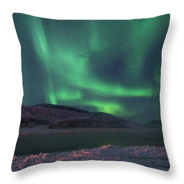 Throw Pillow featuring the photograph Yukon Northern Lights 8 by Phyllis Spoor