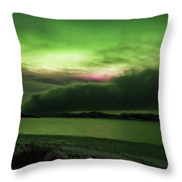 Throw Pillow featuring the photograph Yukon Northern Lights 9 by Phyllis Spoor