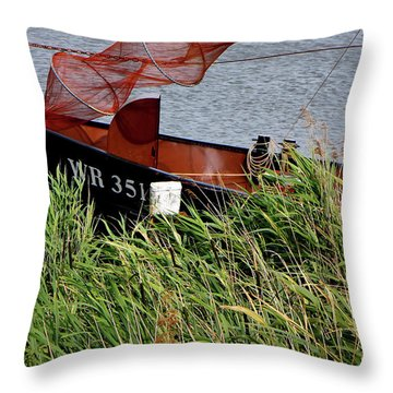 Throw Pillow featuring the photograph Zuiderzee Boat by KG Thienemann