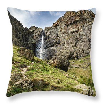 Raysko Praskalo Waterfall, Balkan Mountain Throw Pillow
