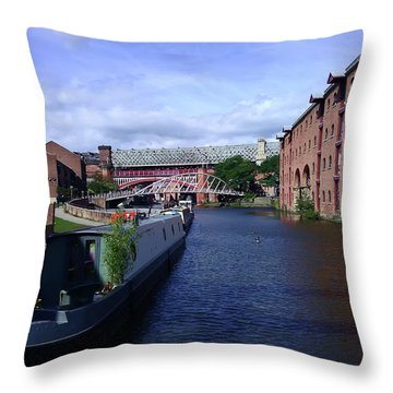 13/09/18  Manchester. Castlefields. The Bridgewater Canal. Throw Pillow