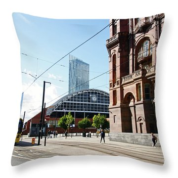 13/09/18  Manchester.  Lower Mosley Street. Throw Pillow