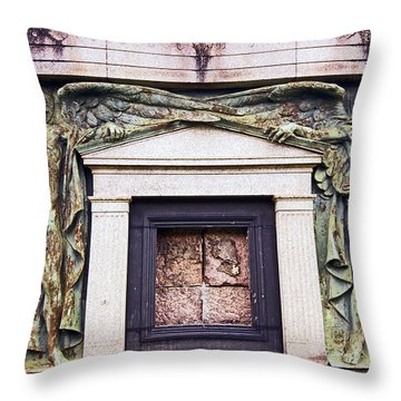 18/09/13 Glasgow. The Necropolis, Double Angels. Throw Pillow