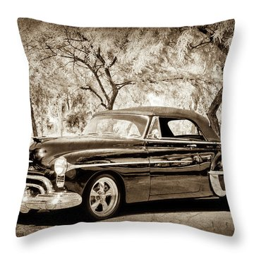 Throw Pillow featuring the photograph 1950 Oldsmobile 88 -004bwcl by Jill Reger