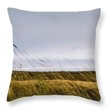 Beautiful Panoramic Photos Of Icelandic Landscapes That Transmit Beauty And Tranquility. Throw Pillow