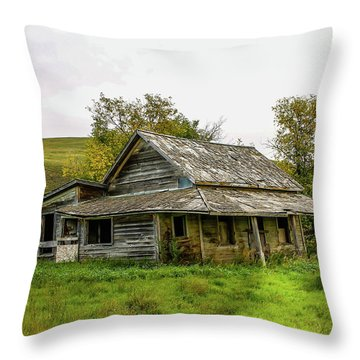 Abondened Old Farm Houese And Estates Dot The Prairie Landscape, Throw Pillow