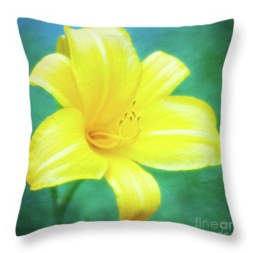Buttered Popcorn Daylily In Her Glory Throw Pillow