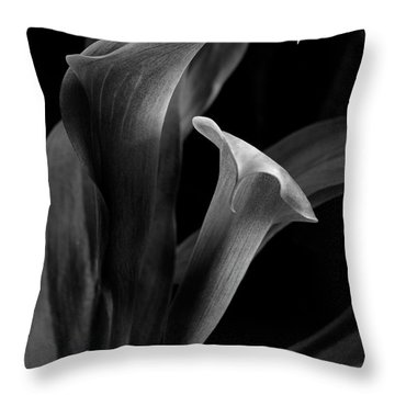 Callalily Throw Pillow