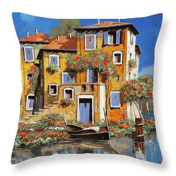 Cieloblu-muri Gialli Throw Pillow