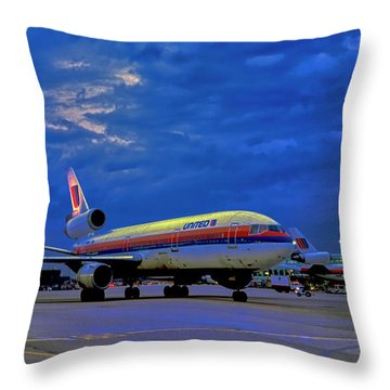 Dc10-30 Taxi Chicago Ohare Early Morning  521010057 Throw Pillow
