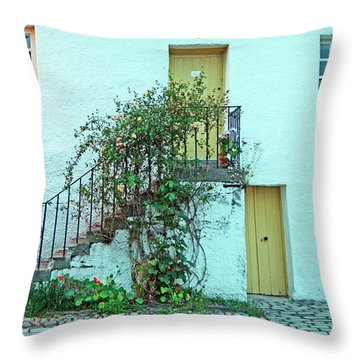 Dunkeld. The Cathedral Square. Throw Pillow