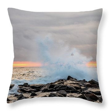 Explosive Sea 4 Throw Pillow