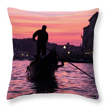 Gondolier At Sunset Throw Pillow