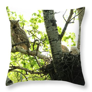 Great Horned Owl And Babies Throw Pillow