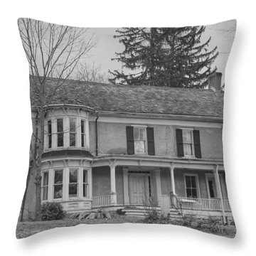 Historic Mansion With Towers - Waterloo Village Throw Pillow