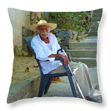 Throw Pillow featuring the photograph Hola Senor by Rosanne Licciardi