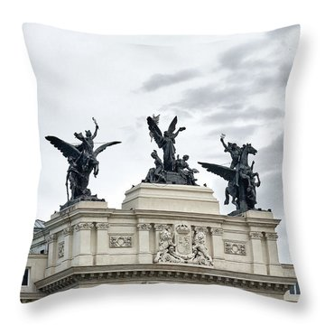 La Gloria Y Los Pegasos Sculptures Throw Pillow