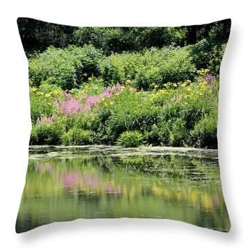 Lavender And Gold Reflections At Chicago Botanical Gardens Throw Pillow
