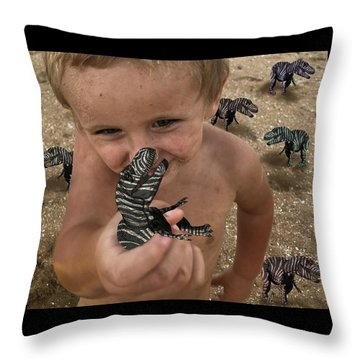 Lots Of These Snappy Critters Round Throw Pillow