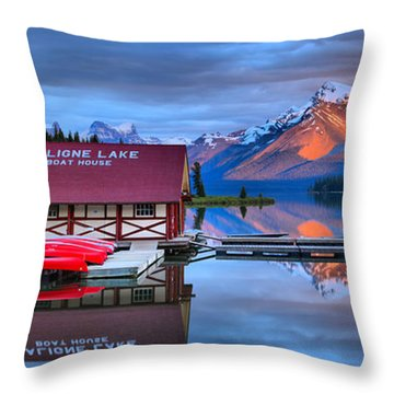 Maligne Lake Sunset Spectacular Throw Pillow