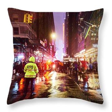 Manhattan Nye Throw Pillow