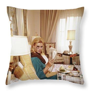Indoors Throw Pillows