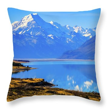 Mount Cook Overlooking Lake Pukaki,  New Zealand Throw Pillow