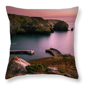Mullion Cove Sunset - Cornwall General View Throw Pillow